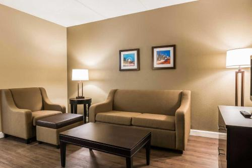 Comfort Inn & Suites Lithia Springs - Lithia Springs, GA 30122