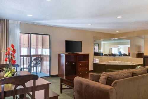 Comfort Inn Parkersburg Photo