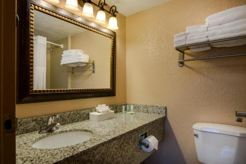 Quality Suites Orlando Kissimmee The Royale Parc Suites photo 38