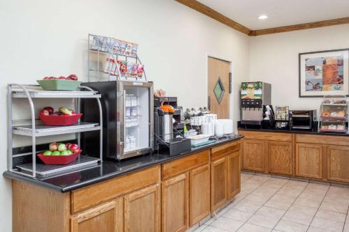 Hawthorn Suites by Wyndham Decatur Photo