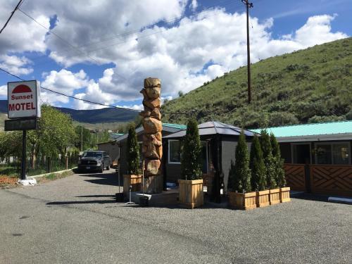 Sunset Motel - Cache Creek, BC V0K 1H0