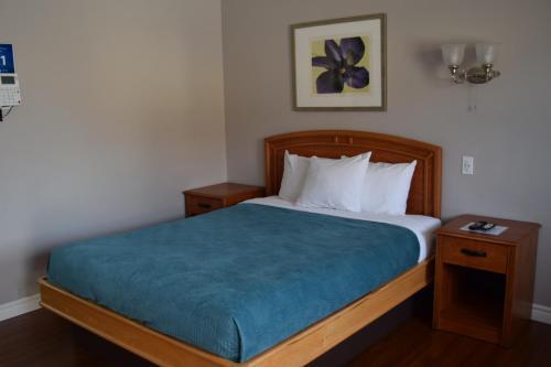 Lundy's Motel - Niagara Falls, ON L2H 1H4