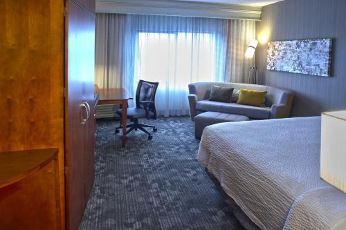 Courtyard By Marriott Hamilton - Hamilton, ON L9C 3B1