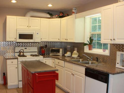 Cozy Home In The Heart Of Auburn - Auburn, AL 36830