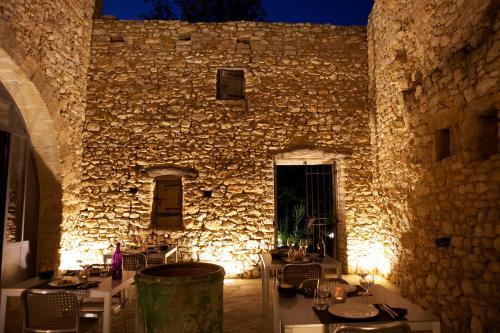 Place Ulysse Dumas, 30700 Baron, Uzes, Provence, France.