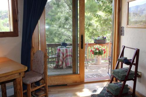 Mountain River Bed & Breakfast - Buena Vista, CO 81211