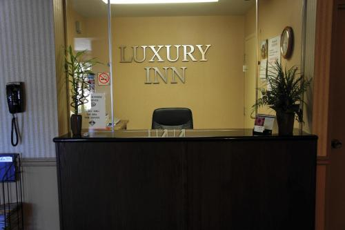 Luxury Inn - Collingwood, ON L9Y 1C1
