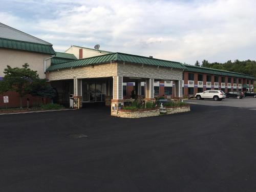 Super 6 Inn & Suites Photo