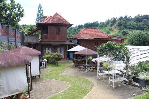 Bantal Guling Villa Lembang Bandung Indonesia