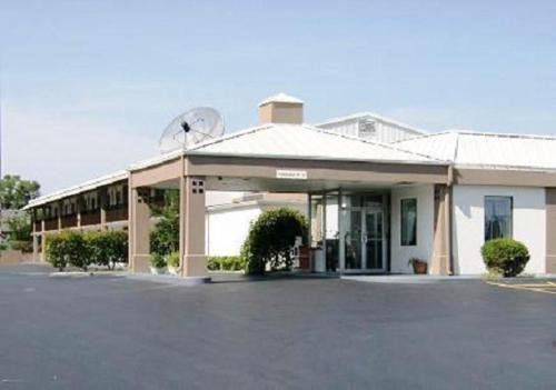 Americas Best Value Inn - Shelbyville - Shelbyville, TN 37160