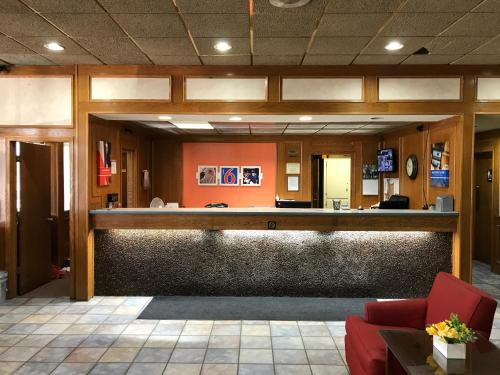 Regency Inn And Conference Center - Clinton, IA 52732