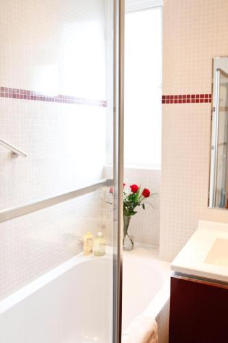 Apartment Ternes photo 22