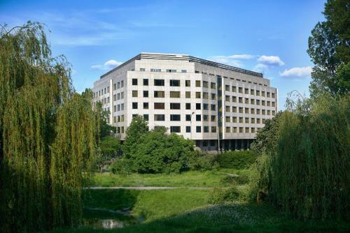 Belwederska 23 Avenue, 00-761 Warsaw, Poland.