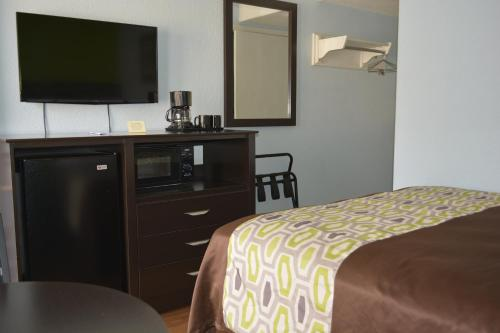 Americas Best Value Inn and Suites Groves Photo