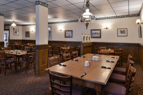 Canada's Best Value Inn – Downtown Hotel Dawson City Photo