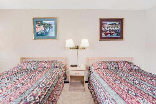 Howard Johnson Inn Enderby Photo
