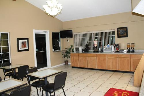 Continental Inn And Suites - Nacogdoches, TX 75965