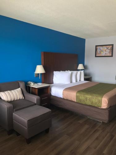 Econo Lodge Inn & Suites I-64 & US 13 Photo