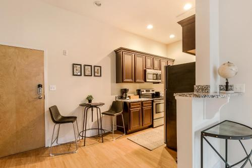 One-bedroom On Julia Street Apt C By Sonder