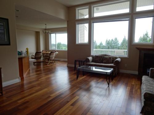 Bradbury House - Nanaimo, BC V9T 6R2