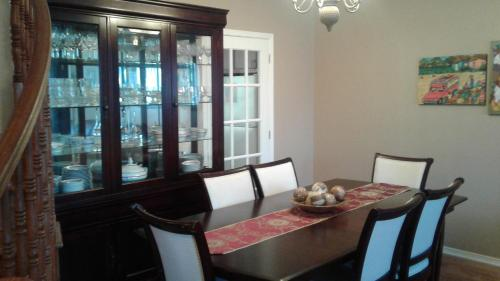 Homestay Chartwell - Nepean, ON K2G 6L7