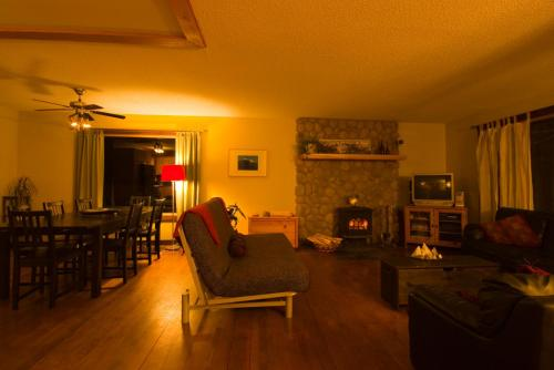 Mount 7 Guesthouse And B&b - Golden, BC V0A 1H6
