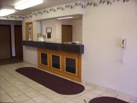 Budget Host Inn & Suites North Branch - North Branch, MN 55056