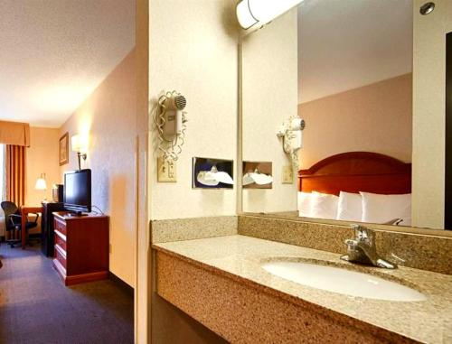 Best Western Grove City Inn Photo