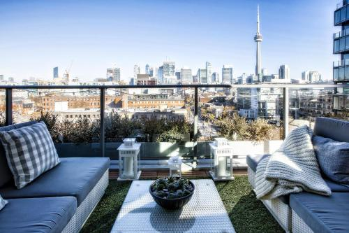 Unique Corner Unit With Terrace And Phenomenal View - Toronto, ON M5V 0H6