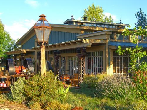 Mesa Verde Strawbale Artist Cabins
