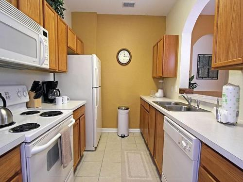 Windsor Hills Three Bedroom Apartment Row2 - Kissimmee, FL 34747