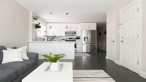 Modern 2bedroom/2bath Apt
