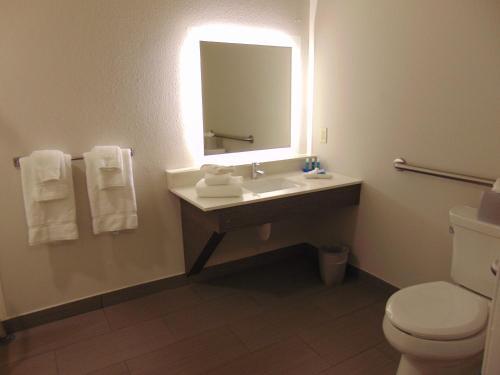 Holiday Inn Express & Suites Boynton Beach East - Boynton Beach, FL 33426