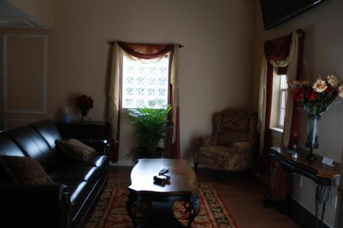 Woodrow House Bed & Breakfast - Lubbock, TX 79410
