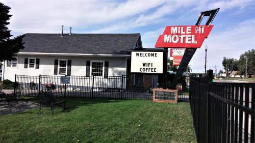 Black Hills Mile Hi Motel - Custer, SD 57730