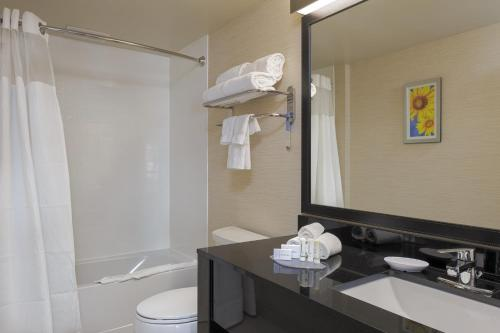 Fairfield Inn & Suites Belleville - Belleville, ON K8P 3C8
