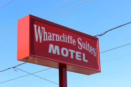 Wharncliffe Suites - London, ON N6J 2M1