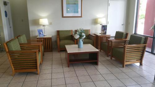 Days Inn Cruise Port West Photo