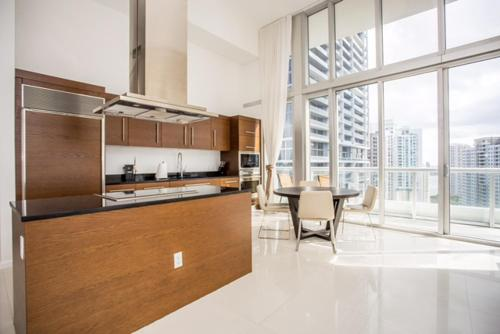 Spectacular Water View High Quality Apt 001028 - Miami, FL 33131