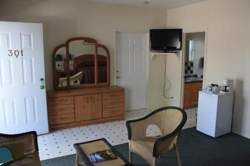 Sunny Beach Motel - Penticton, BC V2A 6H1