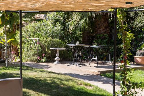 le jardin d 39 emile cassis prix photos et avis. Black Bedroom Furniture Sets. Home Design Ideas