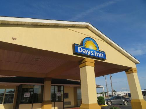 Days Inn By Wyndham Blytheville - Blytheville, AR 72315