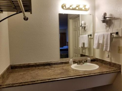 Nites Inn Motel - Seattle, WA 98133