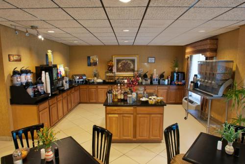 Best Western Plus Richmond Hill Inn Photo