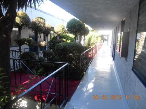 Los Angeles Adventurers All Suite Hotel - Inglewood, CA 90304