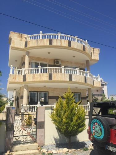 Didim Villa with Private Pool in Altinkum District indirim