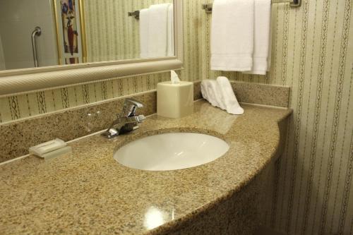 Hilton Garden Inn Charlotte Uptown Photo