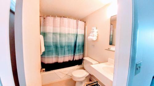Smugglers Cove Inn - East Boothbay, ME 04544
