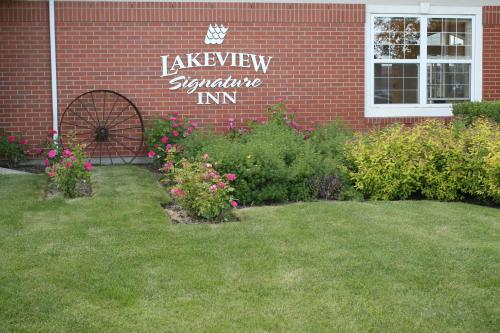 Lakeview Signature Inn - Calgary Photo