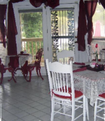 Jasones B&b And Restaurant - Marion, IL 62959